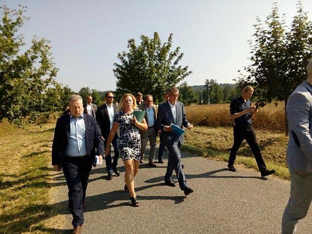 První zastávkou ministerského předsedy a šéfů rezortů životního prostředí, zemědělství a dopravy vHeřmaň na Písecku.