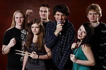 Possibilní explikace - mladá písecká kapela strhává publikum svou živelností a nakažlivě pozitivní náladou. Zahraje v sobotu 10. května v milevském Domě kultury.