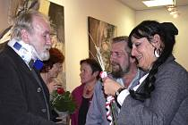 Romanu Kubičkovi přišlo na vernisáž výstavy jeho obrazů v Prácheňském muzeu v Písku blahopřát hodně gratulantů.