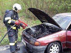U Dolních Novosedel hořelo auto.