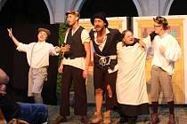 Bylo nás pět v podání Divadelního spolku Prácheňská scéna.