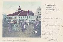POHLEDNICE z maškarního průvodu v roce 1904.