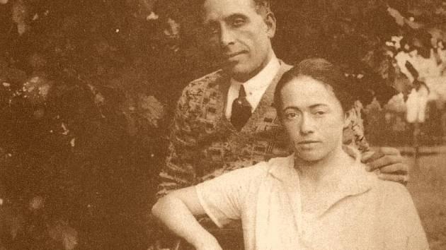 Rodačka z jihočeských Bernartic Vlasta Di Lottiová Kálalová se svým manželem.
