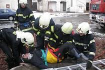Sobotní část cvičení záchranářů a hasičů v bývalých kasárnách v Písku v Pražské ulici.