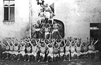 Tělocvičná jednota Sokol Mirovice. Sokolové vytvořili živý obraz k poctě republiky.