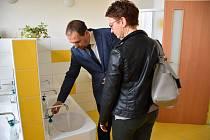 Mateřinka má nové umývárny i instalace.