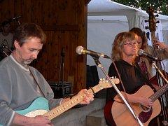 V pátek 6. června zahráli na Ražickém pražci také Pavlína Jíšová a přátelé.