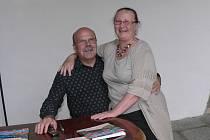 Akademický malíř Dalibor Říhánek a jeho žena Miloslava, která se věnuje tvorbě gobelínů.
