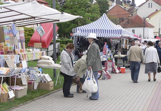 Každé druhé pondělí se na Nábřeží u Kulturního domu v Písku konají trhy.