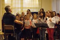 Žáci z 2. ZŠ J. A. Komenského Milevsko vystupovali pro seniory.