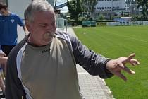 REZERVA PÍSKU PORAZILA PRACHATICE 5:1. Zdeněk Chocholouš se zlomeným prstem musel odstoupit.