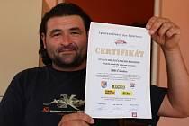 Certifikát na rekordní autodráhu získali čimeličtí hasiči v roce 2011.