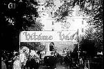 FILMOVÝ RONOV se ve filmu Rakev ve snu viděti proměnil v hotel, ve kterém dělal vedoucího Felix Pacínek a kde nabízel hostům například svatbu v mučírně, hostinu v hladomorně nebo nocleh v hrobce.