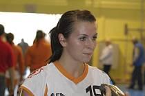 Házenkářka Iveta Luzumová (na snímku s bronzovou medailí z uplynulého ročníku interligy žen) byla po celou dobu svého působení v družstvu Sokola Písek jeho velkou oporou. Několikrát se stala nejlepší střelkyní interligy a je stabilní hráčkou reprezentační