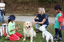Canisterapie s dětmi z dětského domova.