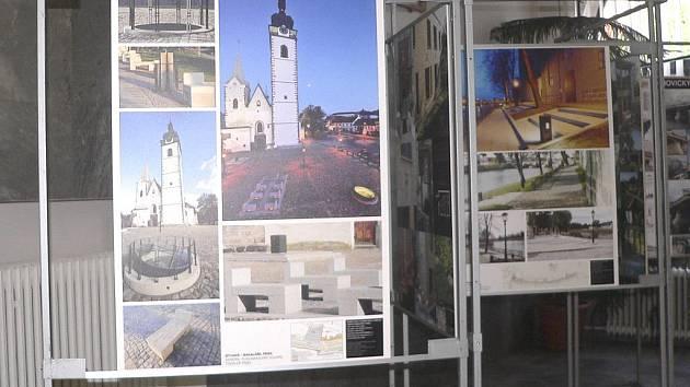 Ve vestibulu budovy Městského úřadu v Budovcově ulici je do konce srpna otevřena výstava nazvaná Kámen v architektuře.