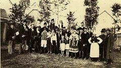 ROK 1924. Křenovičtí ochotníci sehráli hru od Ladislava Stroupežnického Naši Furianti