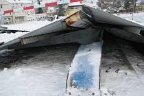 Spadlá střecha na autobusovém nádraží v Milevsku.