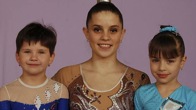 MLADÉ NADĚJE. Milevská Petra Korytová zvítězila v Protivíně v kategorii dorostenek a poprvé na závodě představila svoje svěřenkyně, vlevo Natálii Kotaškovou a Moniku Valvodovou.