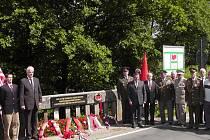Na Zátavském mostě u Písku byla odhalena pamětní deska v místech, kudy v květnu 1945 vedla demarkační čára mezi Rudou armádou a spojeneckými vojsky.