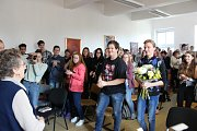 Potlesk a pozornost od studentů Obchodní akademie v Písku.