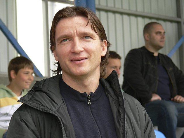Na snímku je Vladimír Šmicer na tribuně areálu fotbalového klubu FC Písek.