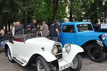 Jízda historických vozidel.