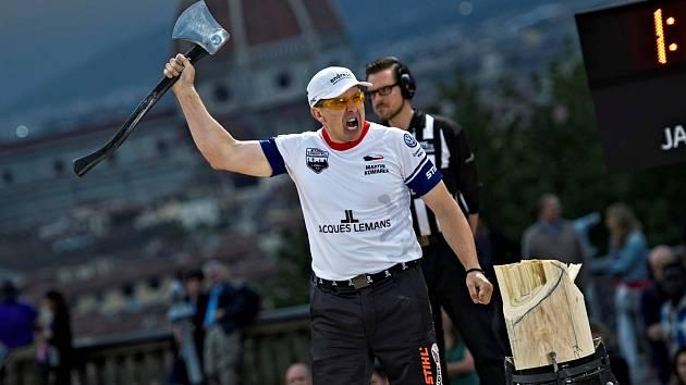 VYLEPŠIL SI OSOBNÍ REKORD. Martin Komárek na závodu STIHL TIMBERSPORTS Champions Trophy v italské Florencii obhájil titul nejlepšího Evropana a navíc si vylepšil osobní rekord.