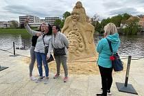 Sochy z písku jsou hotové, návštěvníci si je mohou prohlédnout z blízka.