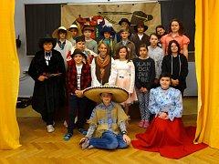 Žáci 6. třídy  ZŠ Mirovice zahráli pohádku Lotrando a Zubejda.