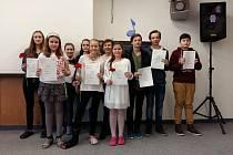 Děti ze ZŠ J. K. Tyla v Písku převzaly certifikáty Cambridge Exams.