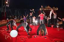 Cirkus Happy kids se školáky v Záhoří.