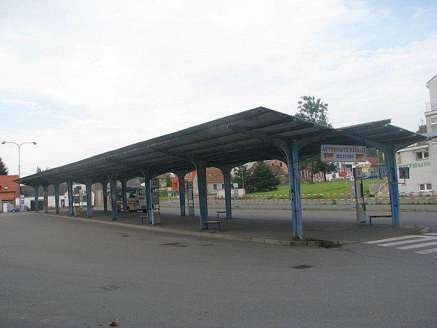 Přístřešek vydržel na autobusovém nádraží asi třicet let.
