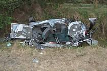 V autě, které vjelo pod vlak na železničním přejezdu ve Lhotě u Kestřan, byla matka se synem.