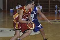 Basketbalový tým Sršni Písek B sehrál na domácí palubovce dva zápasy oblastního přeboru, z nichž vyhrál pouze duel s Kaplicí (69:58).
