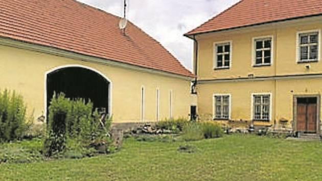 Pozemek u fary zastupitelé vytipovali jako nejvhodnější pro stavbu domu s pečovatelskou službou, protože je v klidném místě a zároveň v centru města.