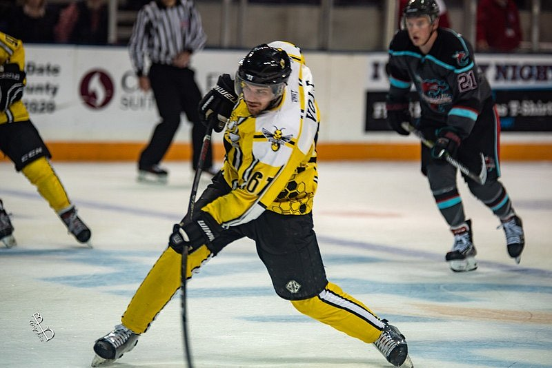 Hokejový útočník Jakub Volf je momentálně hráčem IHC Písek, zkušenosti ale má i ze zámoří