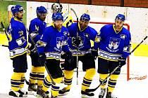 TOUHA. Hokejisté Písku sní o postupu do II. ligy. Na snímku zleva Filip Procházka, Daniel Jungbauer, Josef Slavík, Pavel Procházka a Jan Řehoř.