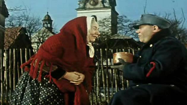 Poslušně hlásím se natáčelo v Putimi na Písecku. Na fotce z filmu Švejk v Putimi.