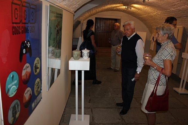 Výstava Keramika, design, grafika studentů SUPŠ Bechyně v Galerii M.
