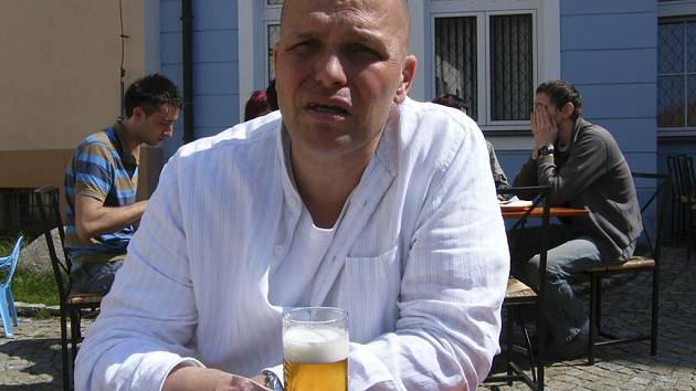 Zdeněk Pohlreich, hlavní protagonista televizního pořadu Ano, šéfe!, věří, že český národní tým vybojuje na hokejovém mistrovství světa ve Švýcarsku některou z medailí.