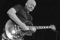 Kytarista Radim Hladík je hlavní postavou kapely Blue Effect.