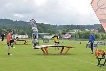Nové hřiště si ihned po otevření vyzkoušeli sportovci.