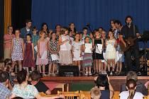 Dětské muzicírování v Mirovicích.
