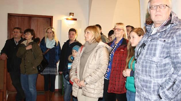Zahájení výstavy fotografií v milevské knihovně.