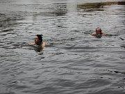 Manželé Lada a Ladislav Benešovi si oblíbili plavání ve studené vodě.