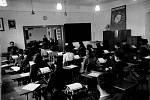 Výuka psaní na klávesnici v padesátých letech 20. století.