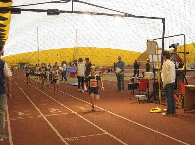 Na snímku je chyšecký závodník Josef Jakeš při svém vítězství v běhu na 800 metrů na halovém přeboru Jihočeského kraje v Praze.