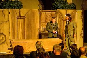 Letošním prvním představením na Zvíkově byl Zločin na Lipnici aneb Dracula je zpět!