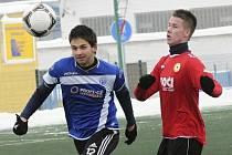 Domácí Rosůlek  (na snímku vpravo atakuje Slámu) vstřelil jediný gól v přípravném utkání, ve kterém fotbalisté Písku porazili juniorku Dynama České Budějovice 1:0.